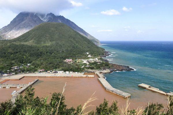 衝撃的な海の色に絶景の宝庫!地球の鼓動を感じる硫黄島(1)