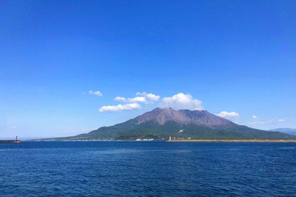 噴火は日常茶飯事?!活火山の「桜島」を感じられる桜島一周 自転車の旅 イメージ
