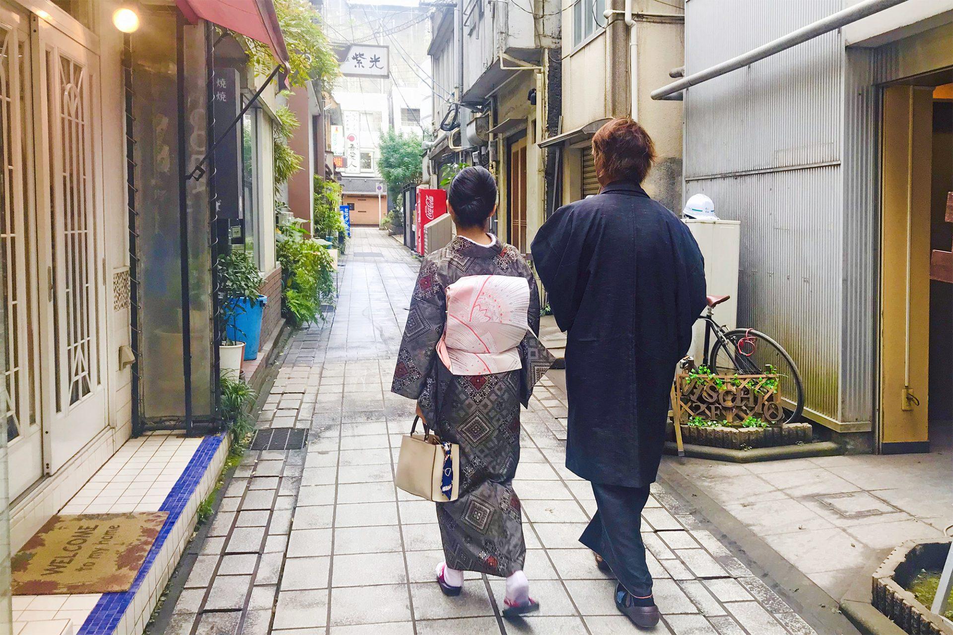 奄美の伝統工芸品「大島紬」を着て鹿児島市の天文館をさるく