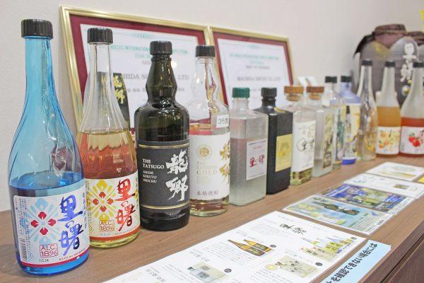 蔵限定のレア黒糖焼酎も!奄美大島で1時間あれば「町田酒造」の蔵見学がおすすめ イメージ