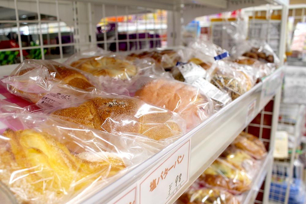 お弁当、焼きたてパンは専用の厨房で手作りして直送