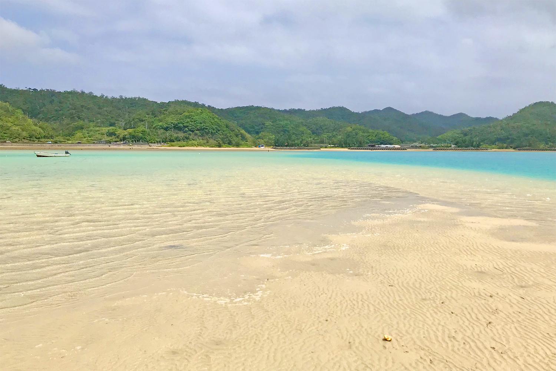 かくれ浜に上陸