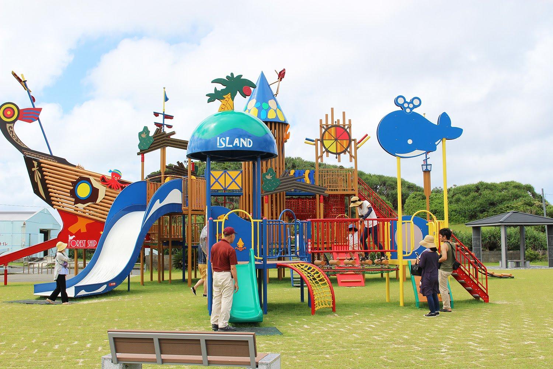大きな遊具のある公園エリア