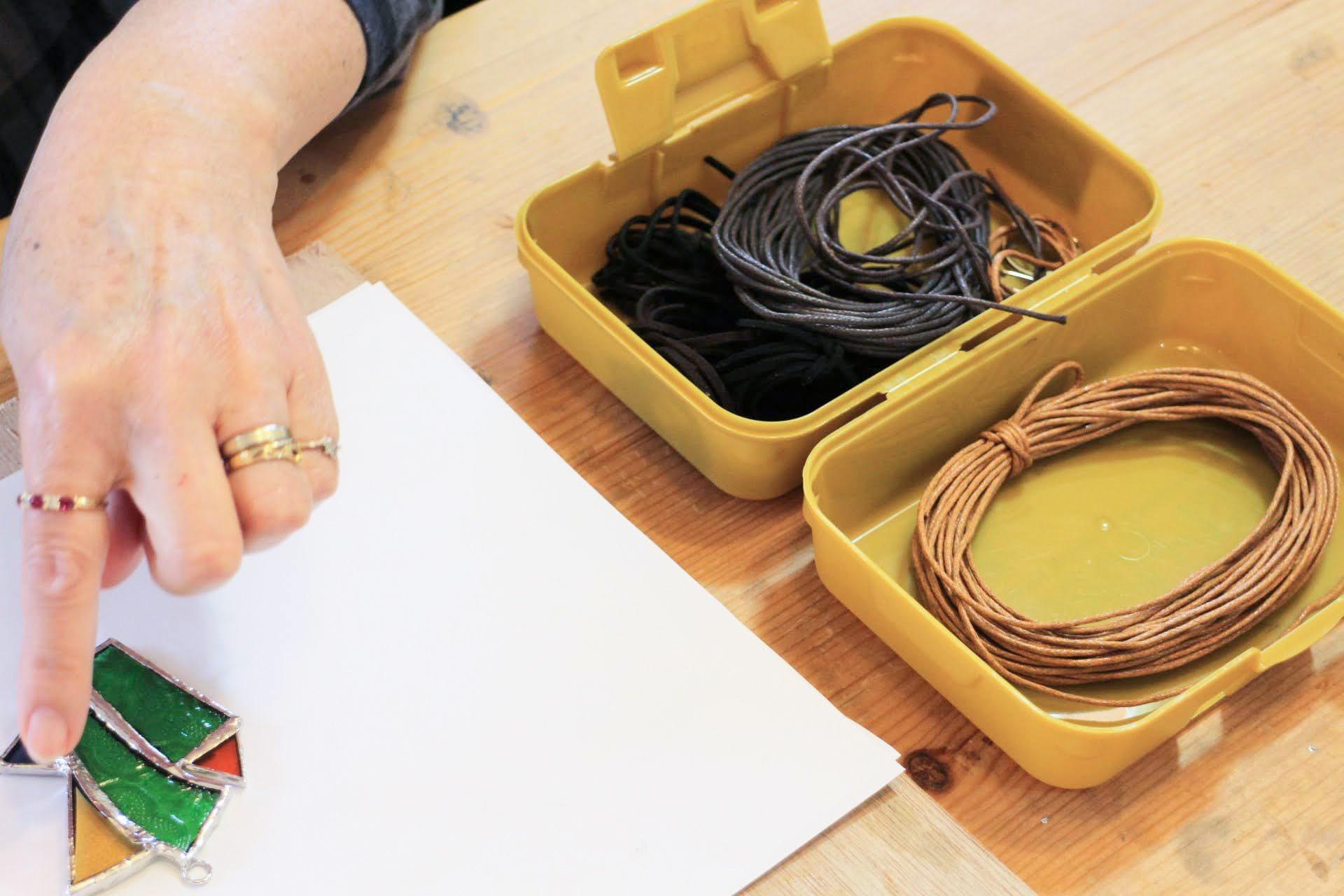 紐のカラーを選びます