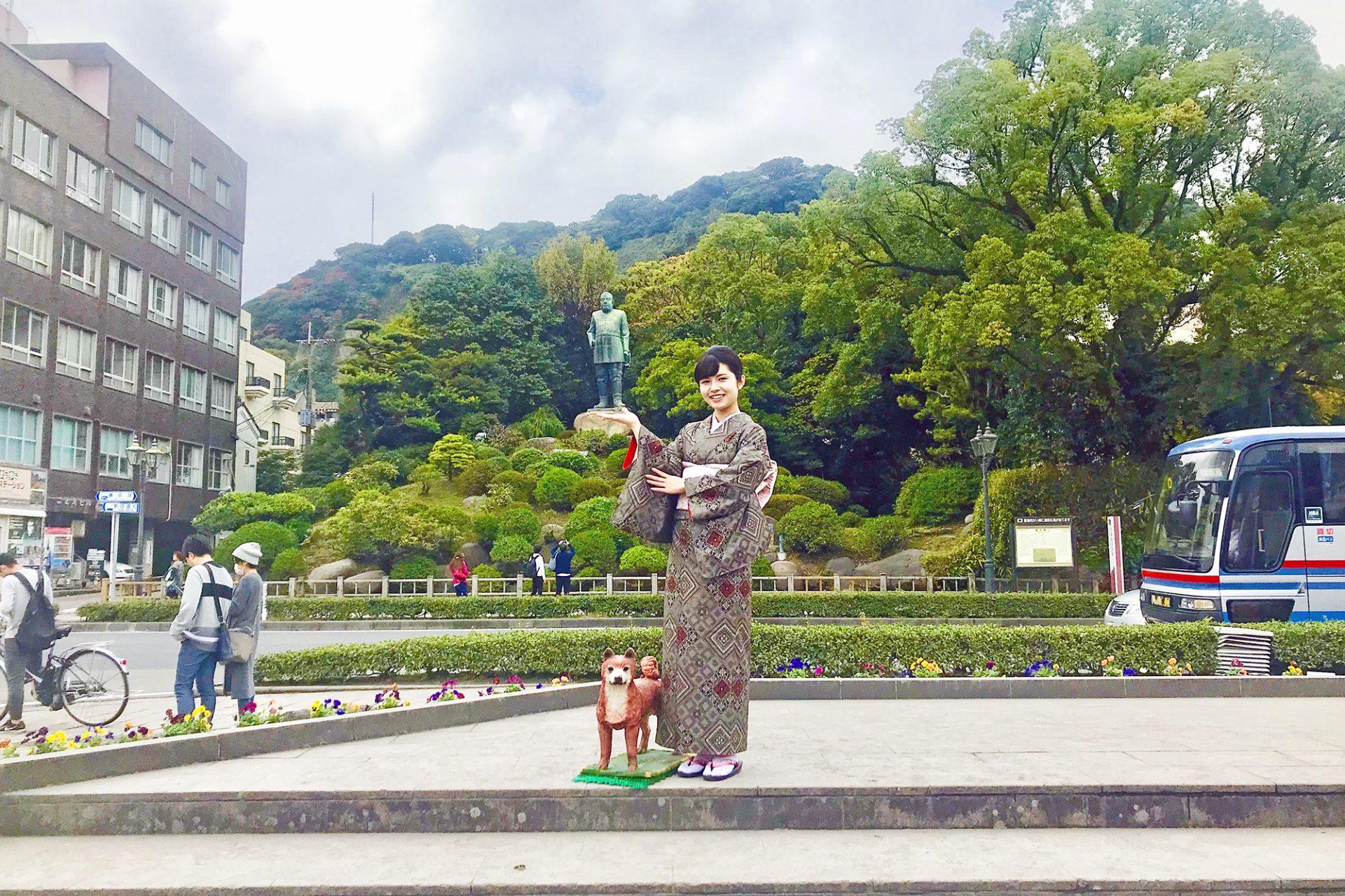 西郷隆盛像前で記念写真