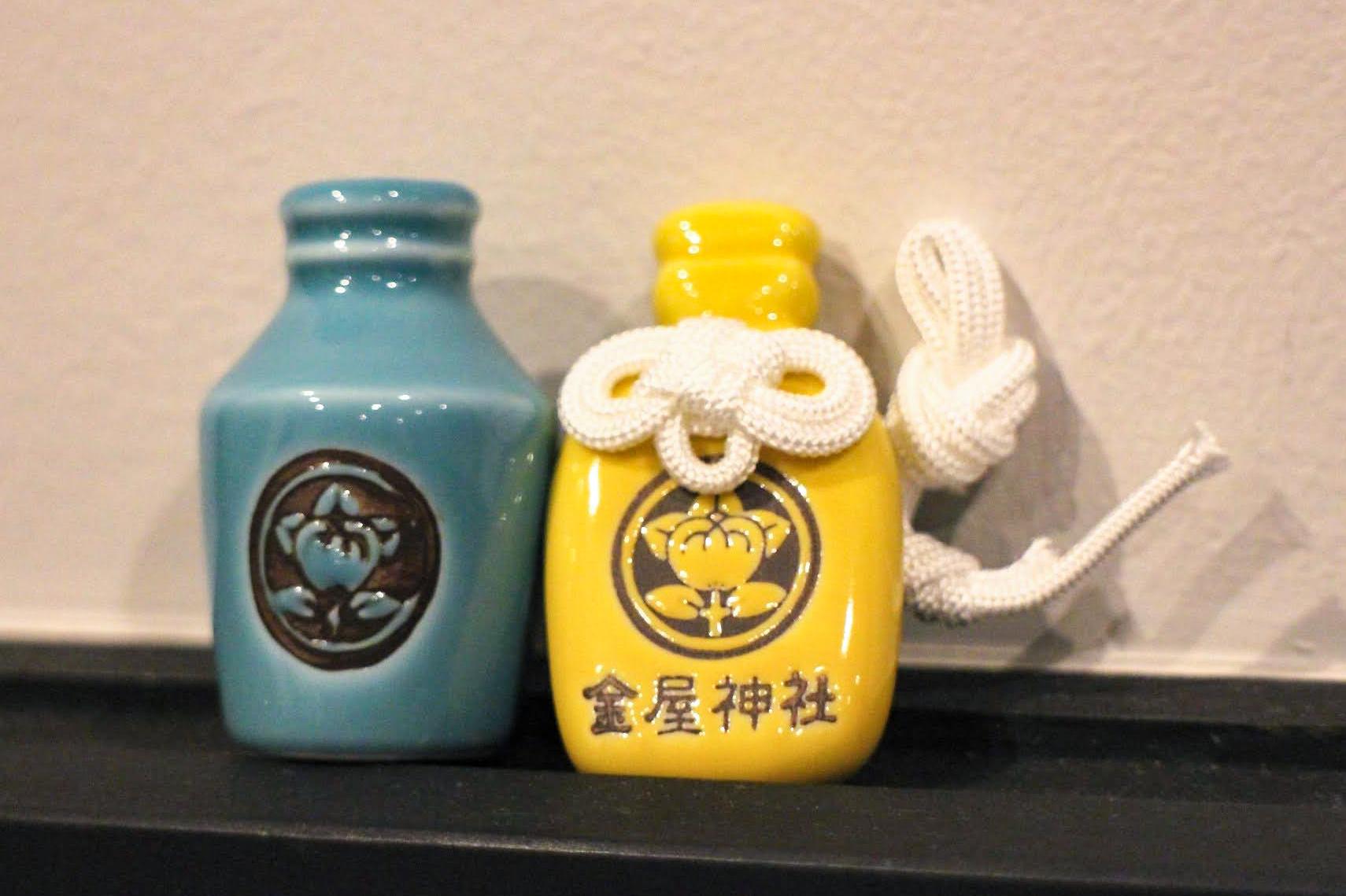 醤油やお酒を輸出する際に使用されたコンプラ瓶をモチーフに作られています