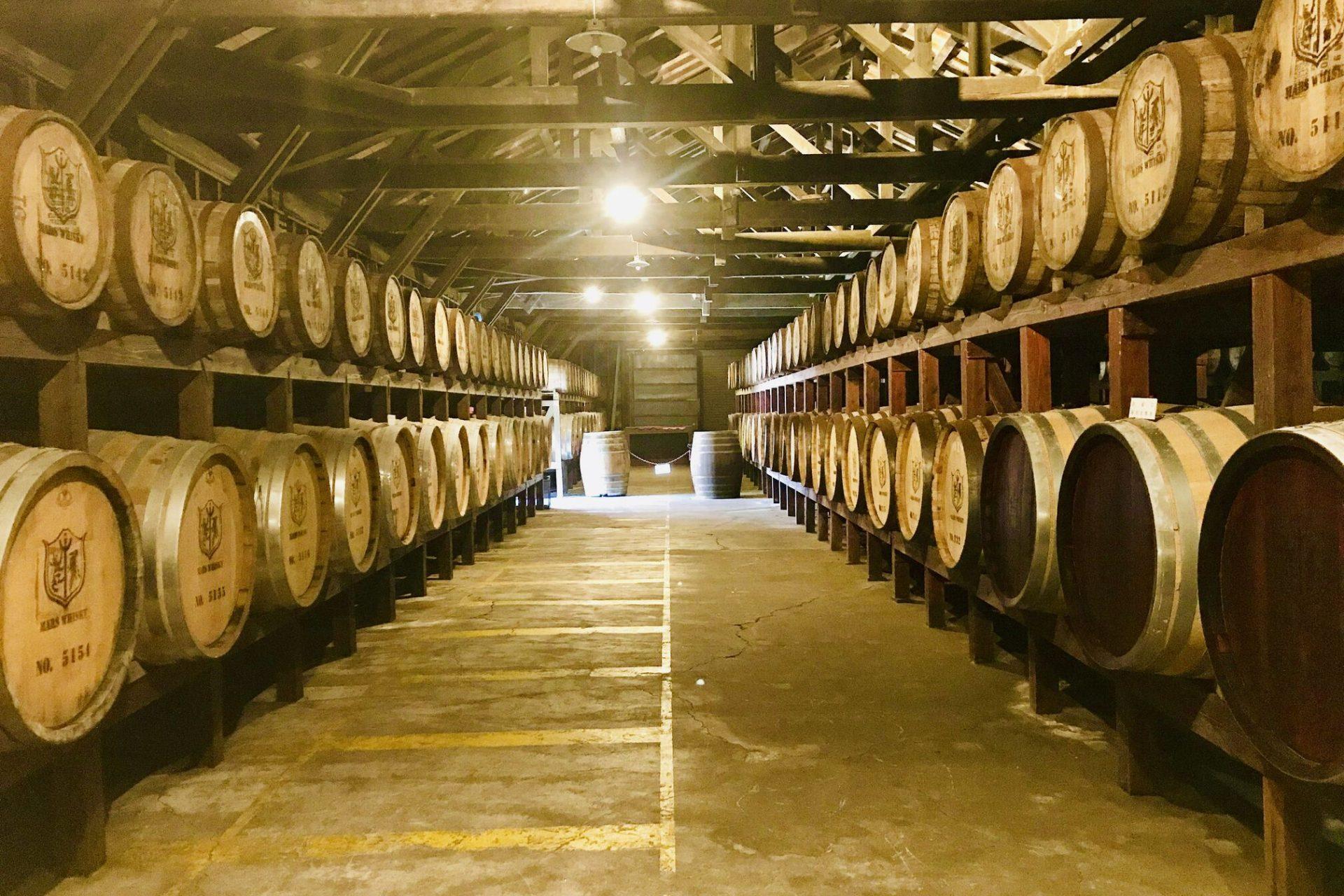 ウイスキー樽 貯蔵庫