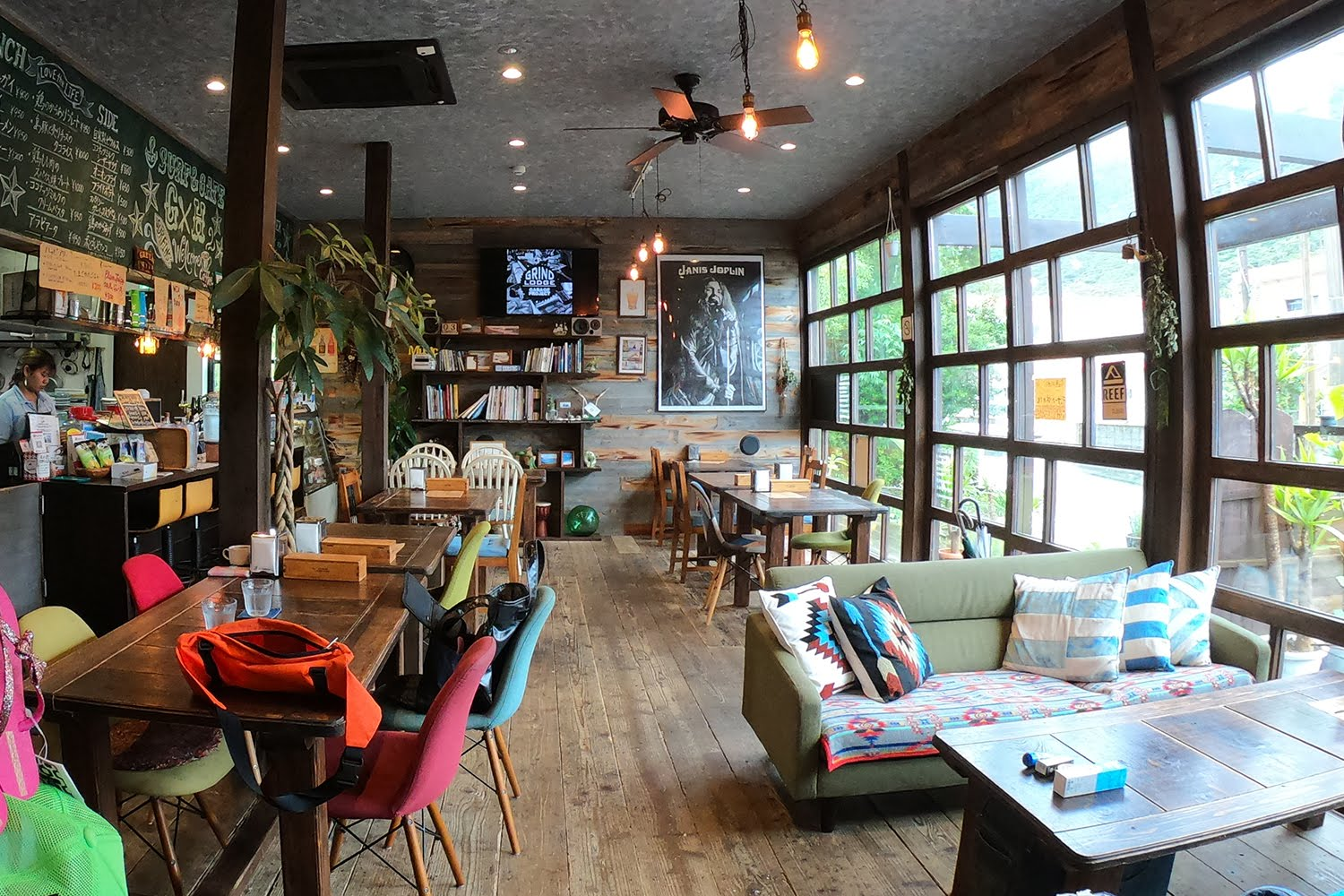 Surf x Cafe GreenHill 店内