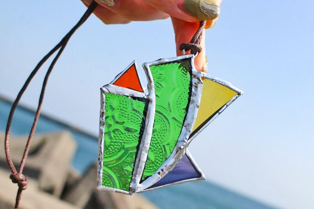長崎市の港町茂木で体験できる「ステンドグラス」のアクセサリー作り