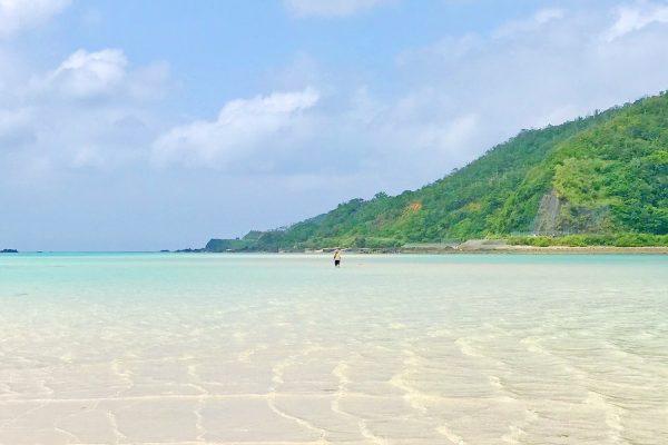 チャンスは年に数度!奄美大島の海に現れる幻のビーチ「かくれ浜」 イメージ