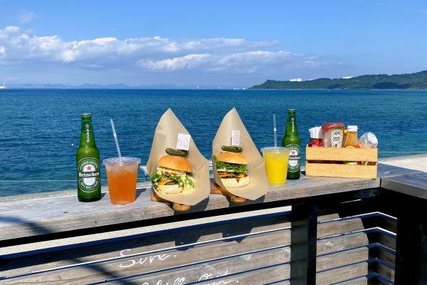 海を眺めながらボリューミー&ゴージャスな和牛バーガーいただきま〜す!うるま市「EST Burger(エストバーガー)」