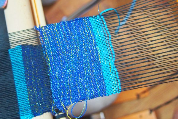 那覇市 国際通りから歩いてすぐ!自由な「さをり織り」にチャレンジできるWeaving Studio MINGA イメージ