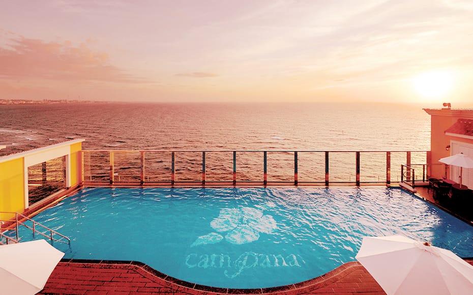 ベッセルホテルカンパーナ沖縄の魅力①屋上プール