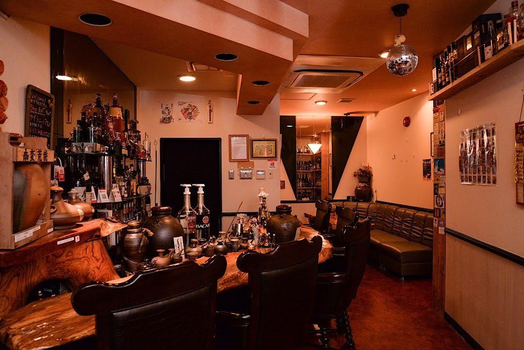 泡盛を美味しく飲み比べ!那覇市のバー「Bar Tasting Club」