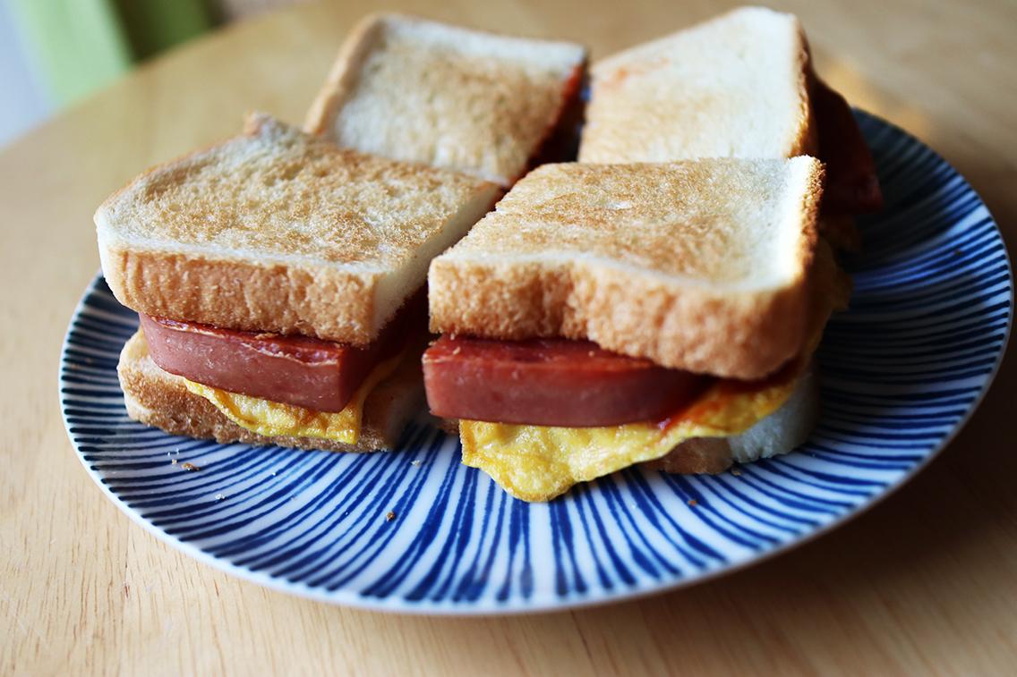 ポーク缶メニュー①おにぎりだけじゃないパンにも合うポーク玉子のサンドイッチ