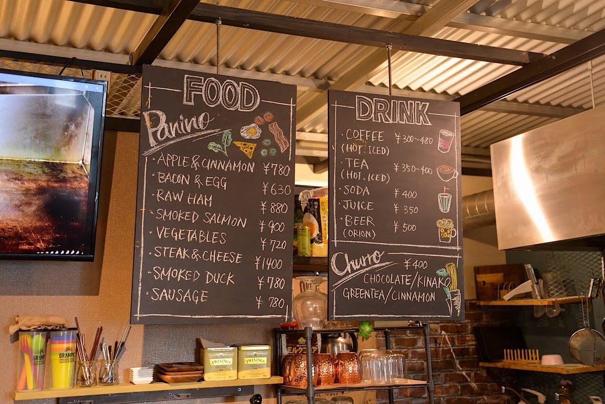 メニューはパニーノと4種類のチュロス、美味しいと話題のコーヒーが中心