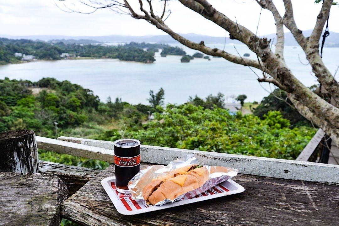 沖縄の絶景カフェ「森の巣箱」