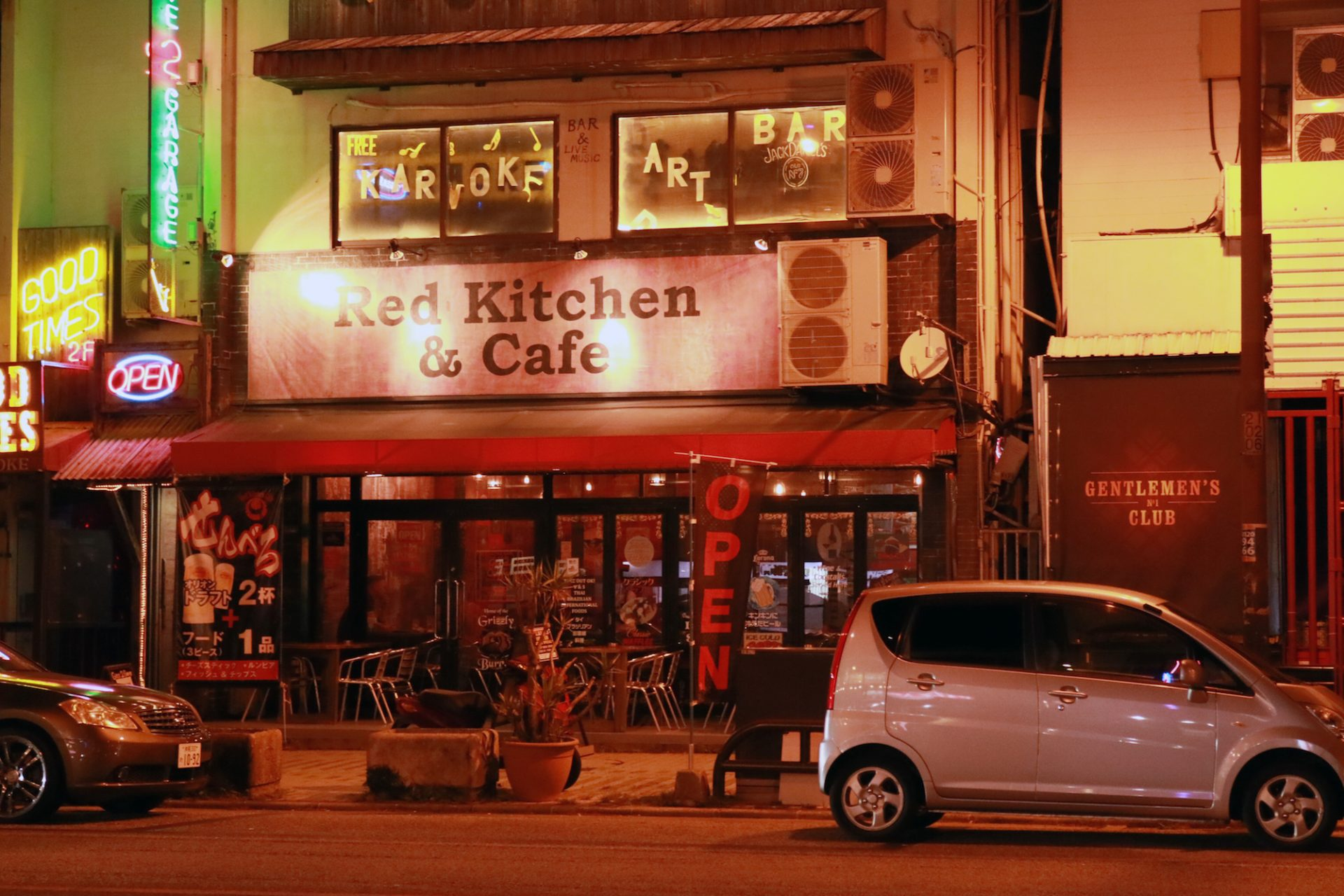 1.Red Kitchin & Cafe(レッド キッチン&カフェ)