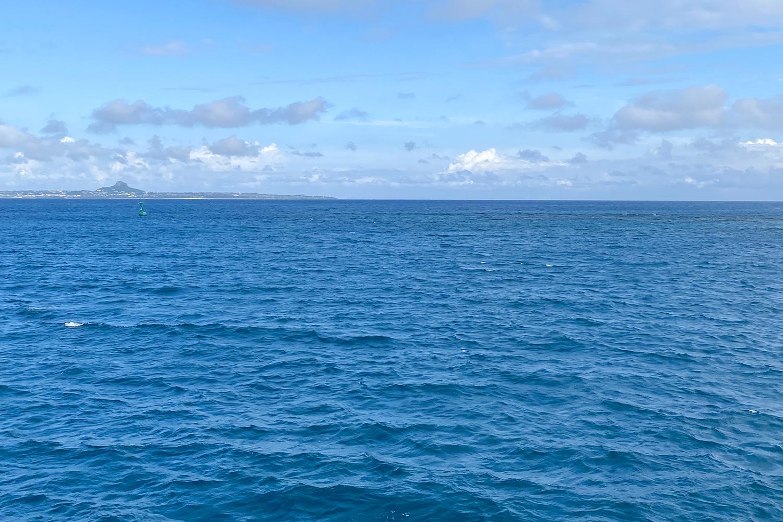 船から見える伊江島