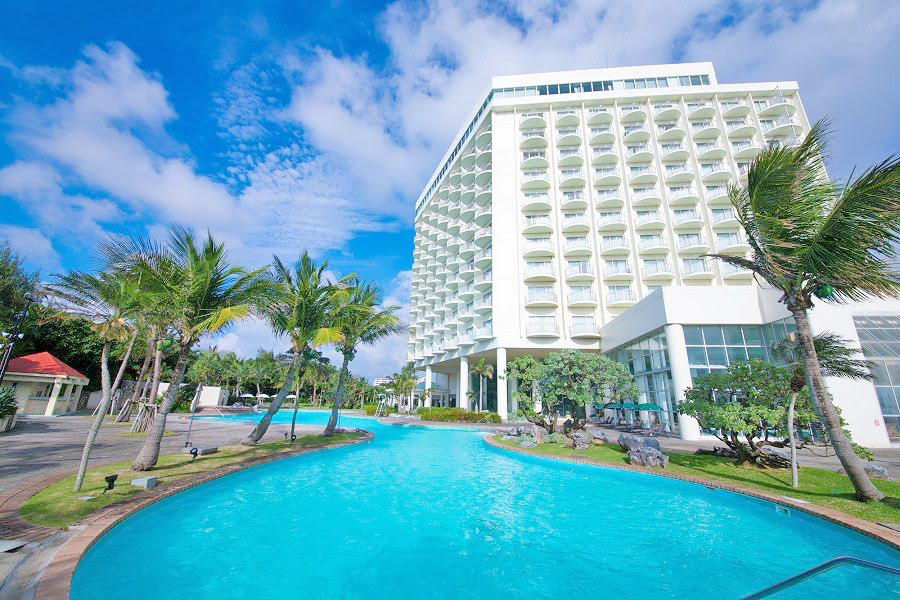 プール付きの沖縄ホテル「ラグナガーデンホテル」
