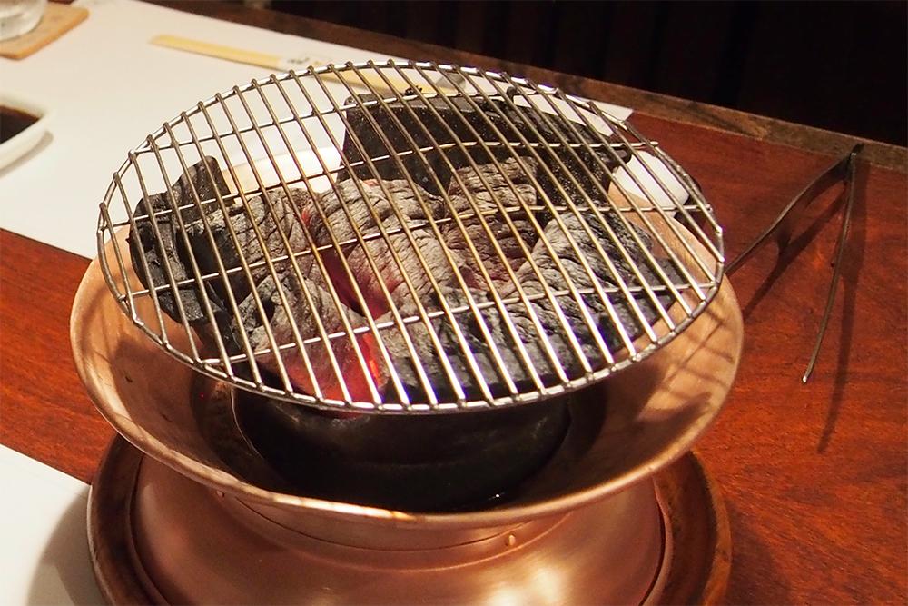 お肉を焼く炭火