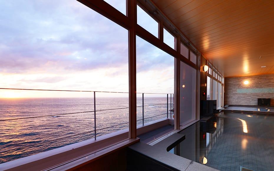 ベッセルホテルカンパーナ沖縄の魅力④展望浴場