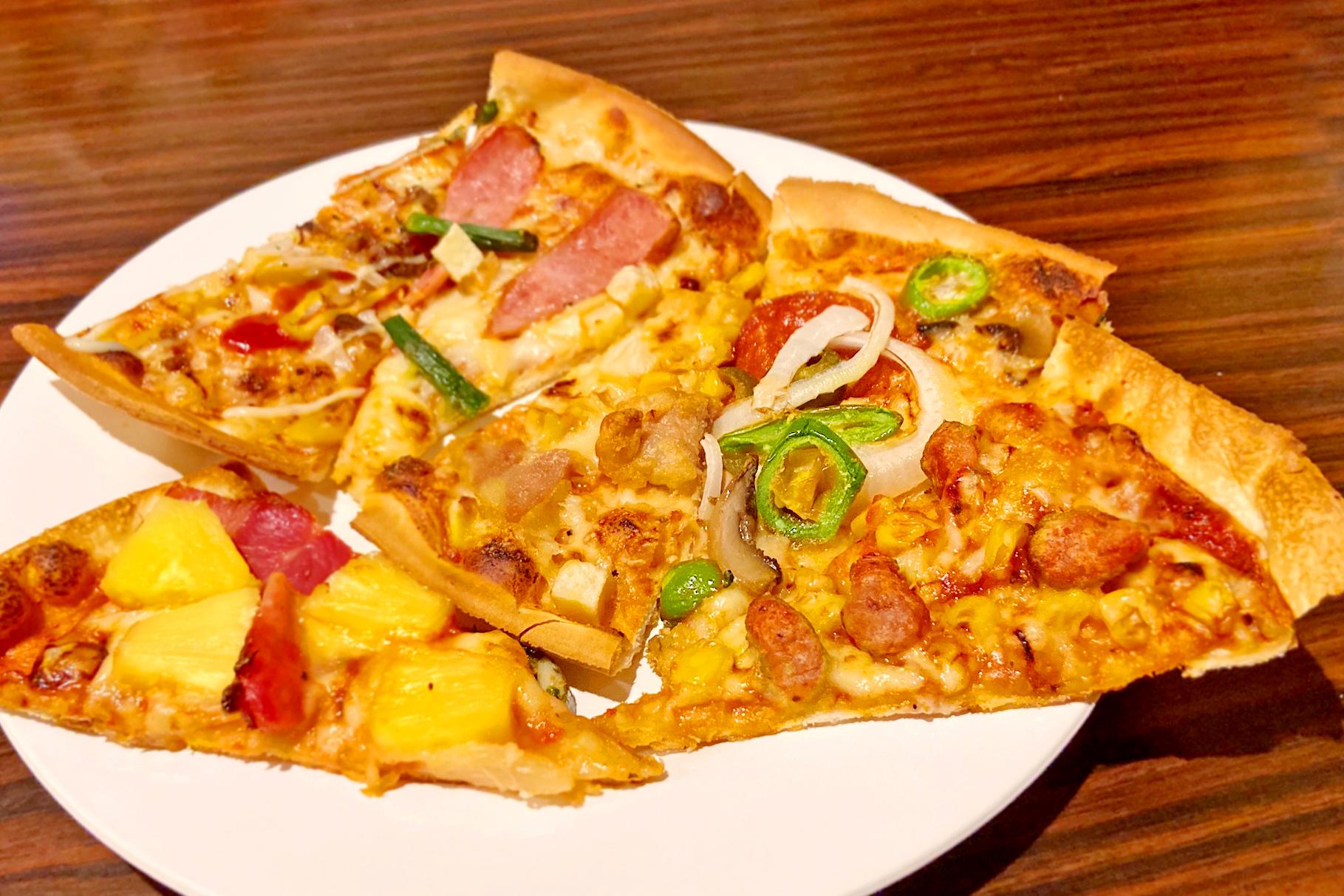 ピザを6種類ピックアップ