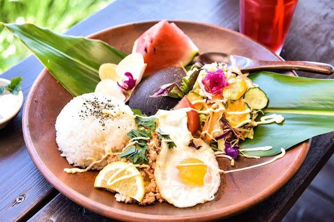 高台から離島を一望!沖縄本島北部の自然と異国感あふれるハンモックカフェ「亜熱帯茶屋」