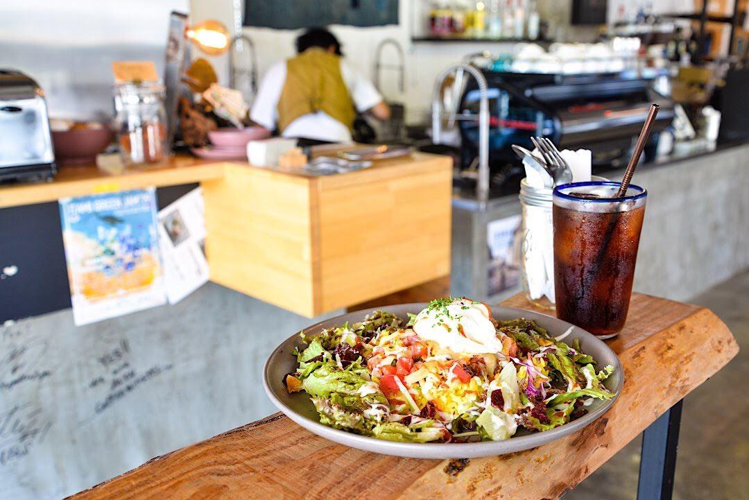 沖縄の夜カフェ「AIEN COFFEE & HOSTEL」北谷町