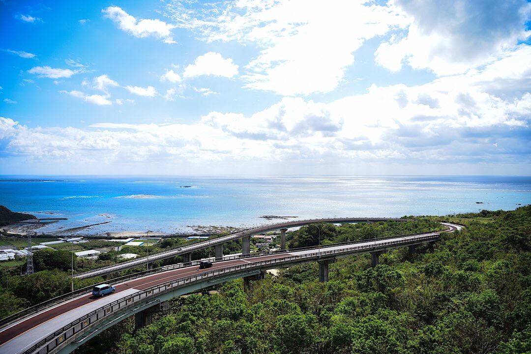 絶景ドライブスポット「ニライカナイ橋」