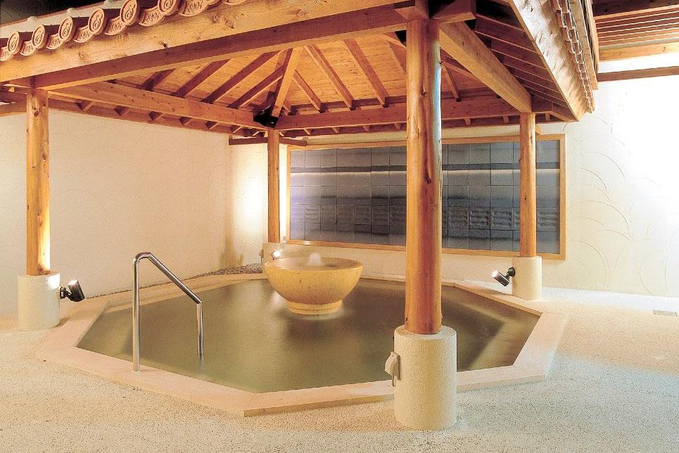 温泉つきの沖縄ホテル「ザ・ビーチタワー沖縄」
