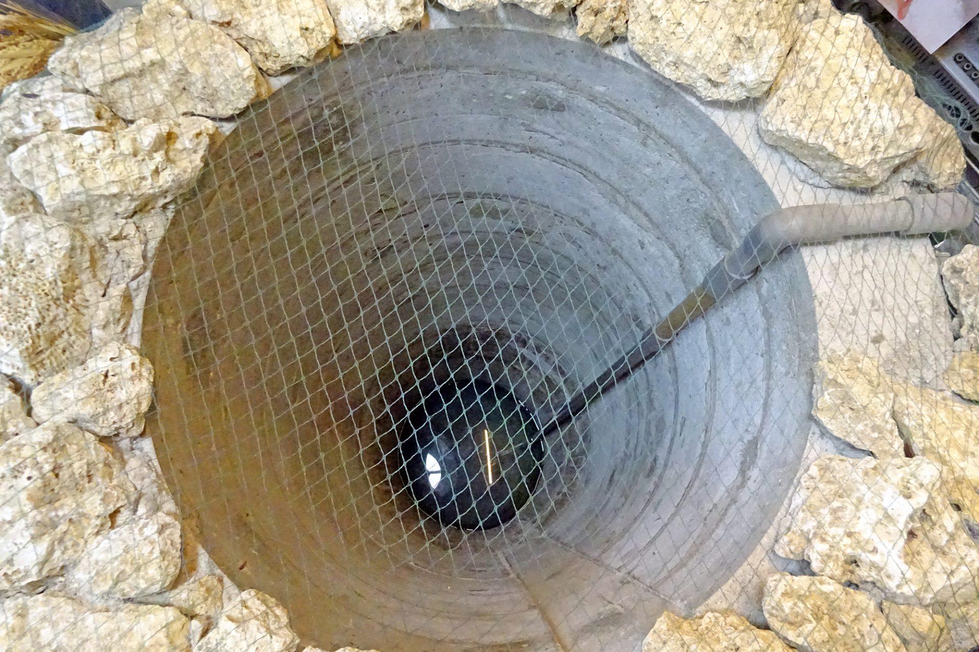 真仁屋店内の井戸