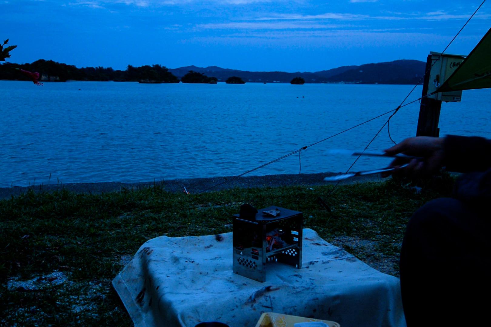 夜は海を眺めながらのBBQ