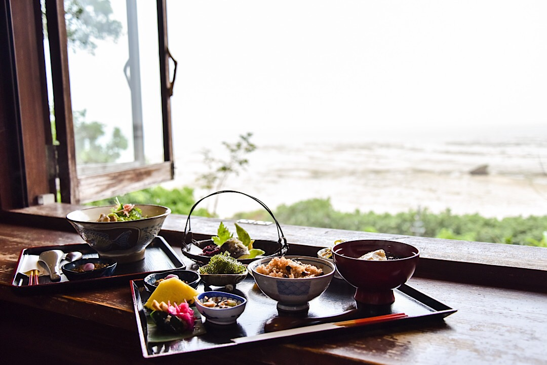 沖縄の絶景カフェ「山の茶屋・楽水」