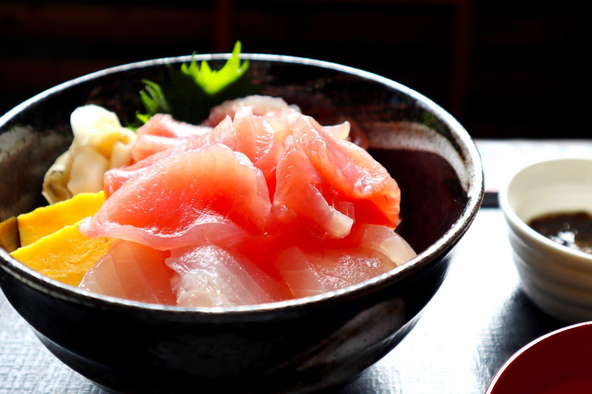 名護漁港食堂 名護市 沖縄 海鮮丼 魚 おすすめ マグロ
