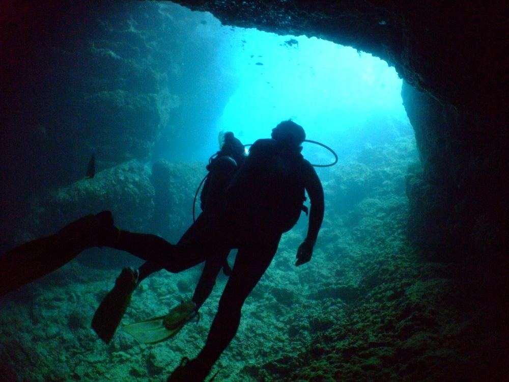 沖縄 観光 名所 青の洞窟 恩納村