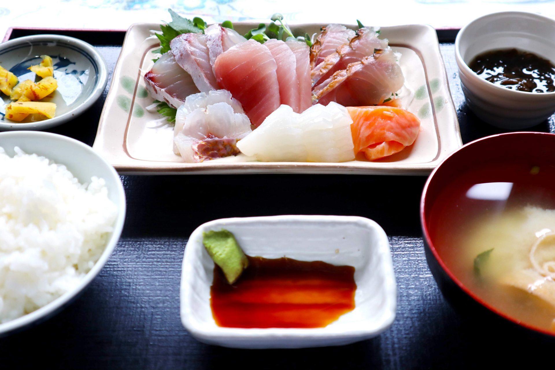 名護市 おすすめ 食堂 ランチ 沖縄 昼食