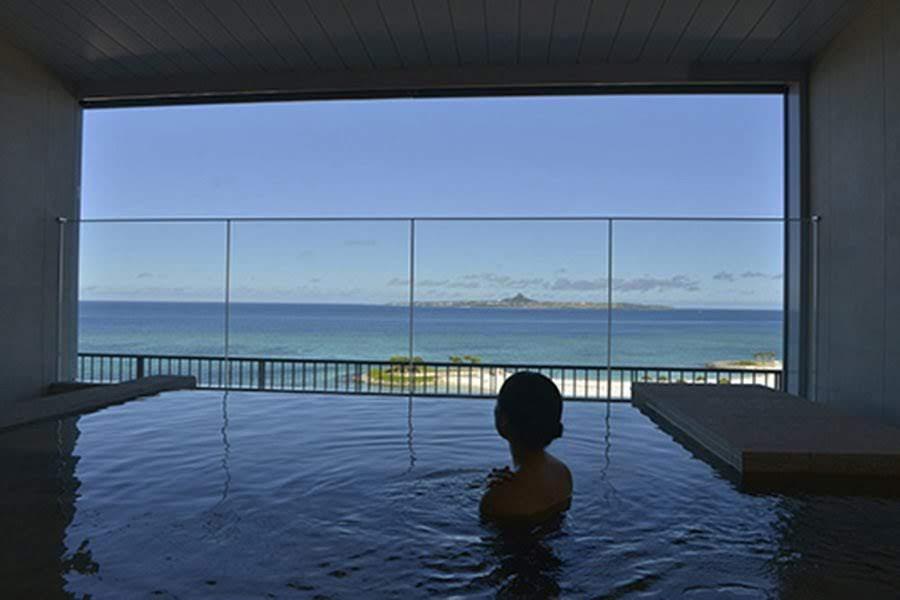 温泉つきの沖縄ホテル「ホテル オリオン モトブ リゾート&スパ」