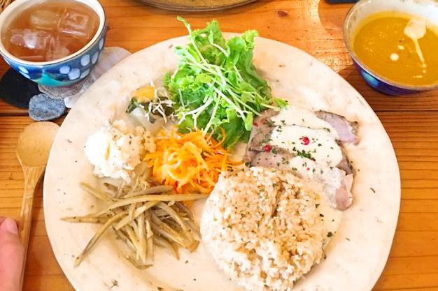 沖縄の夜カフェ「mofgmona」宜野湾市