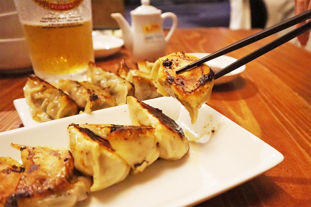 お店一番人気の「特製肉餃子」550円(税別)
