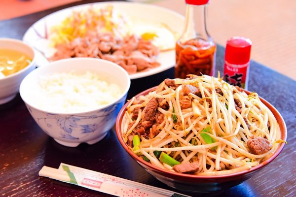 「お腹いっぱい食べて欲しい」半世紀変わらないお店の想い 沖縄県大宜味村の人気食堂「前田食堂」の沖縄そば イメージ