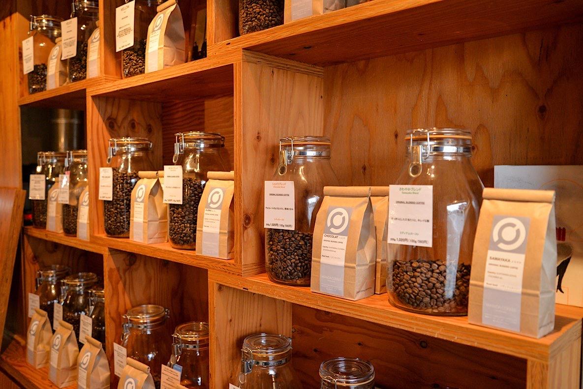 コーヒー豆は全部で20種類、山田さんが厳選した豆がズラリと並んでいます