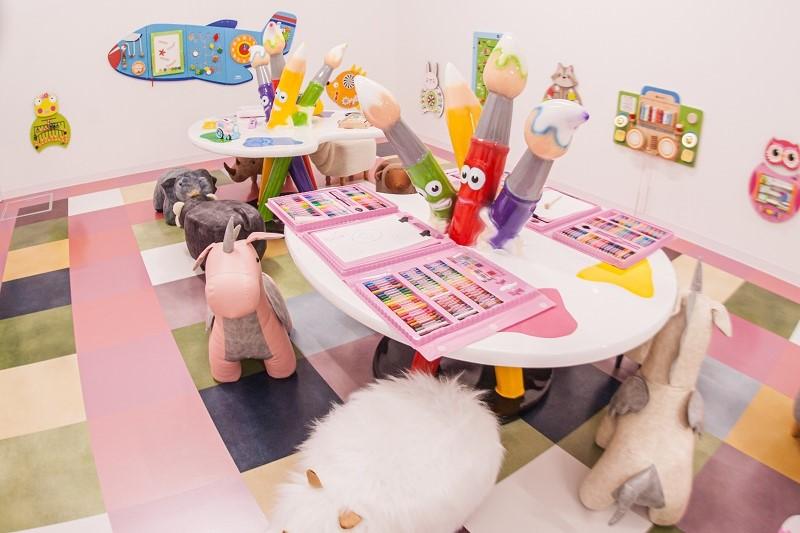 お絵描きルーム イーアス沖縄豊崎 iias ステムリゾートひたすら可愛いミュージアム