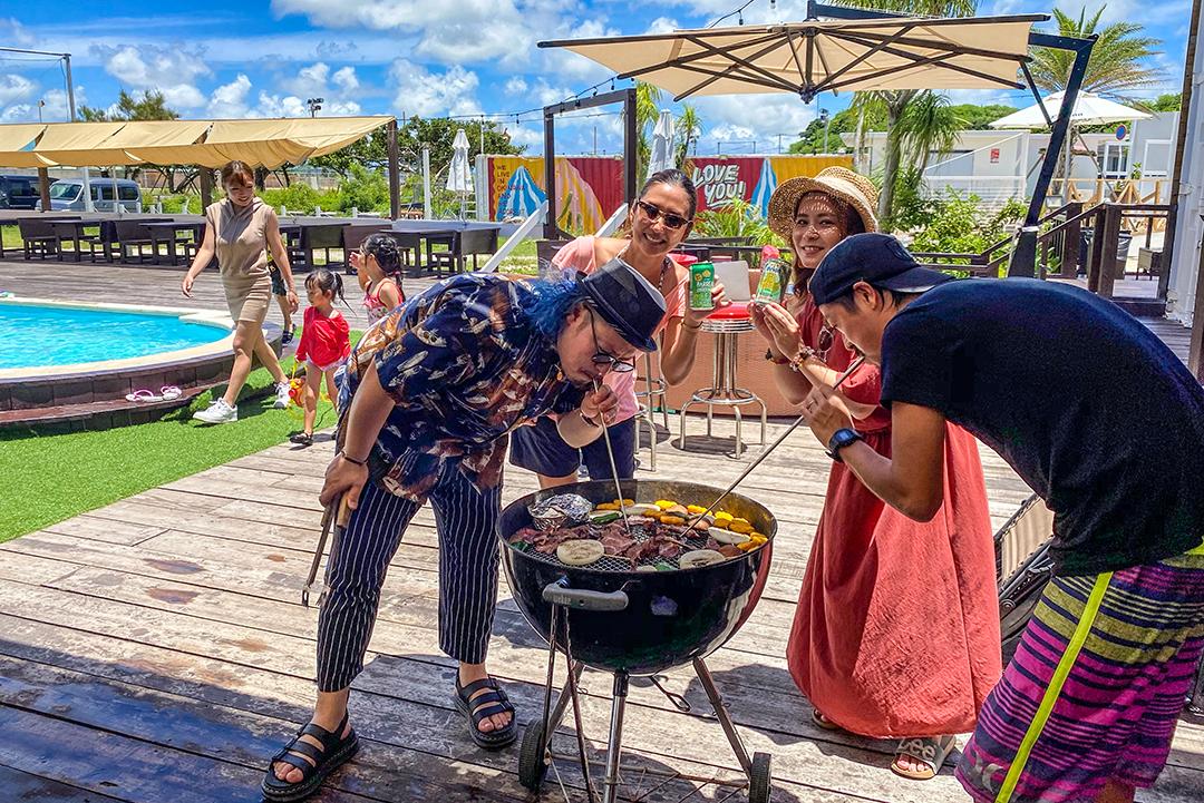 絶景の中でBBQにグランピングにプール 瀬長島をまるまる味わうなら「セナガマリブ」