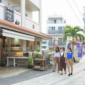 沖縄文化・体験・お土産がつまった「壺屋やちむん通り」那覇市