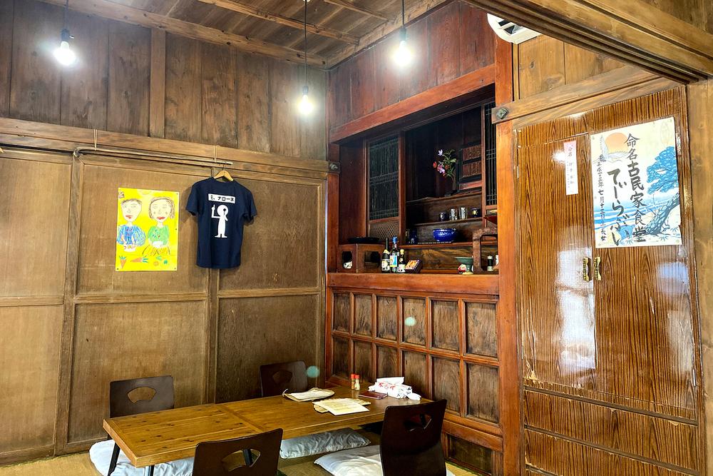 店内 内観 うるま市 古民家 食堂 てぃーらぶい ランチ 浜比嘉島