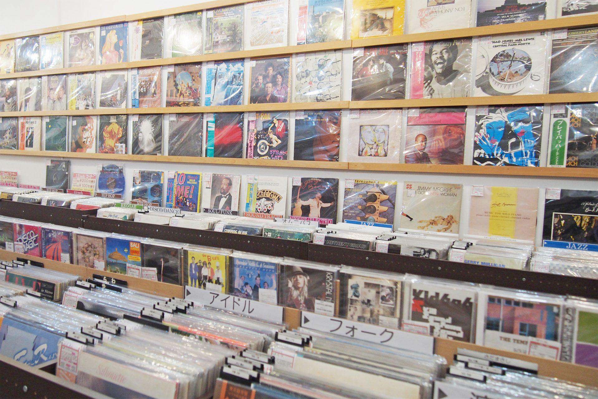 沖縄で出合う音楽!中古レコード店巡りの旅